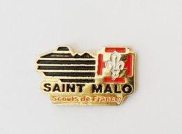 Pin's CARTE BRETAGNE Scouts De France Saint Malo - Steden