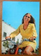 Donna Pin Up Motocicletta Cartolina Viaggiata 1974 - Pin-Ups