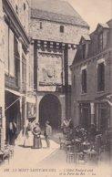 Le Mont Saint Michel L'Hotel Poulard Ainé Et La Porte Du Roi - Le Mont Saint Michel