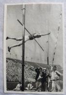 Foto Cromo Olimpiada De Los Ángeles. 1932. Nº 77. Salto Con Pértiga, Paavo Yrjölä, Finlandia. Hecho En 1936 Para Berlín - Tarjetas