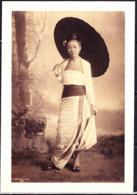 """Großbritannien  - Foto """"A Young Burmese Lady"""" Vom 1890 Ausgestellt Im The British Empire & Commonwealth Museum - Photographie"""