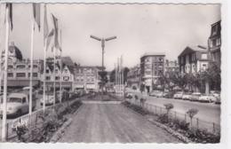 22 SAINT BRIEUC Place Duguesclin ,voiture Année 1950 Citroen 2 CV ,Simca ,Renault ,enseigne Magasin Palais Du Vêtement - Saint-Brieuc