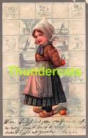 CPA EN RELIEF GAUFREE FILLE  PFB EMBOSSED CARD  GIRL DUTCH COSTUME ( PLI - CREASE ) - Dessins D'enfants