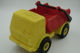 Vintage VINYL TOY CAR : Maker PLASTO  MERCEDES CONTAINER TRUCK Made In Finland - Red Yellow 21.00cm - 19XX's - Rubber - Voitures, Camions, Bus