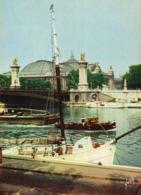 PARIS - Le Grand Palais Et Le Pont Alexandre III, Voilier à Quai, Péniche - Paris (08)