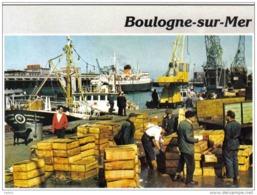 Carte Postale 62. Boulogne-sur-mer  Débarquement De La Pêche Trés Beau Plan - Boulogne Sur Mer