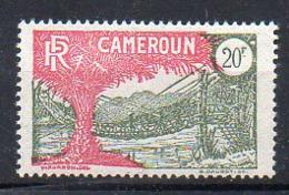 Cameroun N° 132 Neuf - Très Légères Adhérences Dûes à L'intercalaire De Séparation Des Feuilles - Cote 24€ - Kamerun (1915-1959)