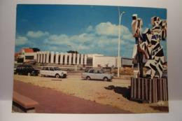 SOULAC   - Le Casino Et Le Palais Des Congrès  - AUTOMOBILES   - ( Pas De Reflet Sur L'original ) - Soulac-sur-Mer