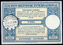 DANEMARK / DENMARK Lo16n 75 ÖRE International Reply Coupon Reponse Antwortschein IRC IAS O SILKEBORG 25.5.57 - Enteros Postales