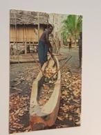East Sepik, Man Carving Canoe (gelaufen,  1993); H38 - Papua-Neuguinea