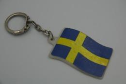 Vintage KEYCHAIN : SWEDEN FLAG SWEDISH -  RaRe - 1980's - Porte-cles - Porte-clefs