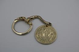 Vintage KEYCHAIN : QUEEN ELISABETH II BRITISH HALF PENNY COIN -  RaRe - 1965's - Porte-cles - Porte-clefs