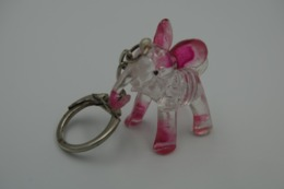 Vintage KEYCHAIN : ELEPHANT CLEAR PINK PLASTIC - Germany -  RaRe - 19**'s - Porte-cles - Porte-clefs