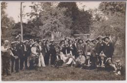 """CARTE PHOTO : UNE TROUPE DE MUSICENS ET DE COMEDIENS AMATEURS ? - UNE CONFRERIE ? """" LA BALLADE DES..? 1886 """" - 2 SCANS - - Cartes Postales"""