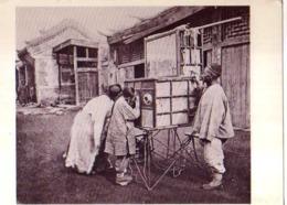 John THOMSON A Pekingese Peep  Show China - Illustrateurs & Photographes