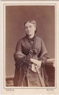 Femme : En Pose Avec éventail : Photo : - ADELE - Wien - ( Format C.D.V. ) - Alte (vor 1900)