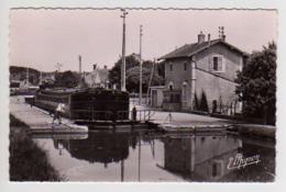 S44-074 Episy - L'Ecluse Du Canal Du Loing - France