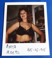 Vintage SEXY PIN-UP GIRL Photo - POLAROID Portrait - Hübsche Junge Frau, Jolie Jeune Femme, Pretty Young Woman [19-612] - Pin-ups