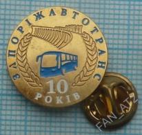 UKRAINE / Badge,pin / Bus. Transport Company 10 Years. Zaporizhzhia. - Trasporti