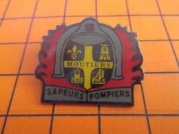 1319 Pin's Pins : BEAU ET RARE : Thème POMPIERS / SAPEURS-POMPIERS DE MOUTIERS FLEUR DE LYS - Brandweerman