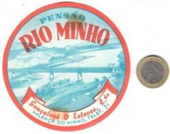 ETIQUETA DE HOTEL  - PENSAO RIO MINHO  -VALENÇA DO MINHO -PORTUGAL  (CON CHANELA) - Etiquetas De Hotel