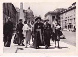 Délégation Malgache à La Sortie De La Basilique St-Pierre  Vatican 1961 - Famous People