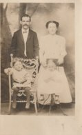 A Young Unidentified Family Un Jeune Famille Nonidentifiee - Children And Family Groups