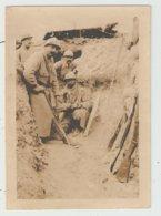 Photo 6 X 9 Cm - Guerre 14-18 Soldats Dans Les Tranchées En Champagne 1916 - à Trente Mètres Des Tranchées Allemandes - Guerra, Militari