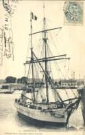 Bordeaux Voilier Entrant Dans Les Docks - Bordeaux