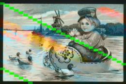 GAUFRE RELIEF  -  HOLLANDSE JONGEN IN KLOMP OP WATER   - KLEDERDRACHT - Enfants