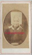 A Voir-CDV Vers 1870-costume Régional-femme Avec Coiffe Vendéenne- ROLLAND écrit En Bas Du Médaillon - Photos