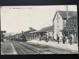 CPA écrite Par Un Soldat Le  13 Août 1914 Sarcelles La Gare Train Et Nombreux Voyageurs Et Enfants Avec Cerceaux - Guerre 1914-18