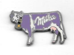 Pin's  Animal  VACHE  Sur  Pub  Marque  Alimentaire  MILKA  Signé  MAXIMILIEN'S - Dieren