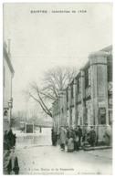 17 - B8087CPA - SAINTES - Inondation 1904 Les Halles Et La Passerelle - Parfait état - CHARENTE-MARITIME - Saintes