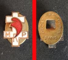 Politique Ancienne Boutonnière MRP Mouvement Démocratique Populaire - Militaria