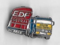 Pin's  Ville  93120 La Courneuve, Transport, E D F  SETRAL, Camion  RENAULT  CONVOI  EXCEPTIONNEL - EDF GDF