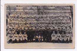 CARTE PHOTO MILITARIA Groupe De Militaires Hommes Du Rang Et Gradés  Régiment 11( écrit Au Dos) - Personnages