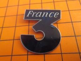 1419 Pin's Pins : BEAU ET RARE : Thème MEDIAS / CHAINE DE TELE FRANCE 3 GRAND PIN'S - Medias