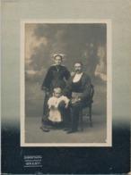 FRANCE - Photographie Montée Sur Carton - Couple Brestois Avec Enfant - Photographie Sigismond - BREST - Personas Anónimos