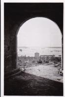 Foto Alte Festung Am Wasser - Lastkähne Schiffe - Ca. 1940 - 8*5cm (44879) - Orte
