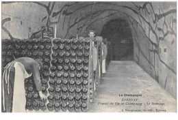 51 . N° 49835 . Epernay.travail Du Vin De Champagne.le Remuage.metier - Epernay