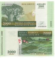 MADAGASCAR  2000 Ariary  10'000 Francs      P83  (ND  2003) - Madagascar