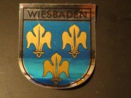 Blason écusson Autocollant Adhésif Coat Of Arms Sticker Aufkleber Wappen Wiesbaden - Obj. 'Remember Of'