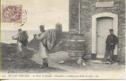 Au CAP GRIS NEZ  Le Poste De Douane - Douaniers Se Rendant Aux Postes De Nuit - France