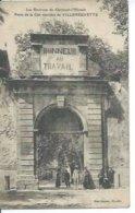 LES ENVIRONS DE CLERMONT-L'HERAULT - PORTE DE LA CITE OUVRIERE DE VILLENEUVETTE  ( Animée  ) - Francia
