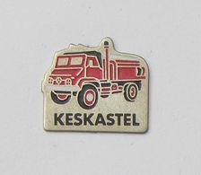 1 Pin's Sapeurs Pompiers De KESKASTEL (MOSELLE - 57) - VEHICULE MERCEDES - Brandweerman