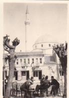 Foto Bitola - Mazedonien - Dorfplatz Mit Straßencafé - Moschee - Ca. 1940 - 8*5cm (44888) - Orte