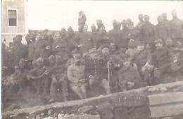 MILITAIRES EN DIFFERENTES ARMES  CARTE PHOTO - Guerre, Militaire