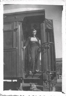 PIN UP WOMAN FEMME In Trousers On The Train Traine - Photo Snapshot 8x6 1950' - Pin-Ups