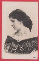 CPA*Fantaisie-Beauté 1910- Belle Parure Collier Boucles D'oreilles Coiffure Mantille * SUP** 2 SCAN - Entertainers